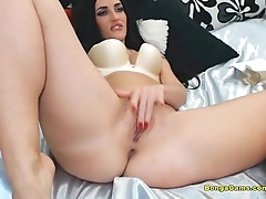 A horny chick fingering