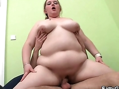Dude fingering her fat cunt