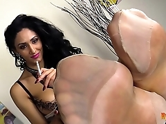 Sexy Babe Alexya Shows Her Pantyhose